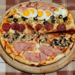 Pizza_with_various_toppings